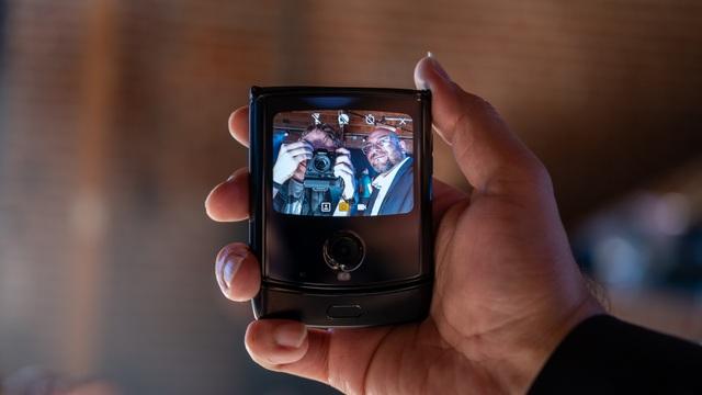 """""""Huyền thoại"""" Motorola Rarz chính thức """"hồi sinh"""" với thiết kế màn hình gập - 6"""