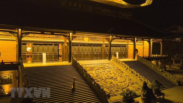 Khám phá vẻ đẹp về đêm của ngôi chùa lớn nhất Việt Nam - 6