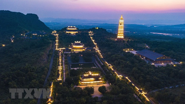 Khám phá vẻ đẹp về đêm của ngôi chùa lớn nhất Việt Nam - 7