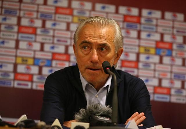 HLV Van Marwijk nổi giận vì chiếc thẻ đỏ của hậu vệ UAE