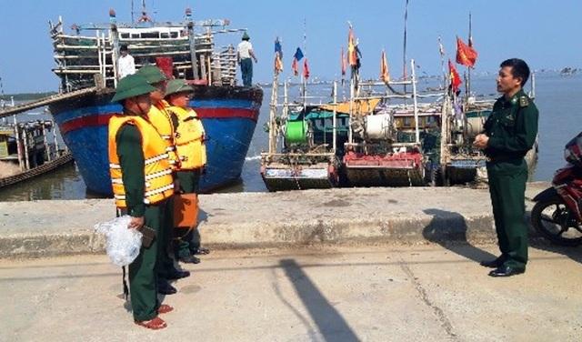 Cứu sống 7 người trên tàu cá bị chìm trên biển - 2