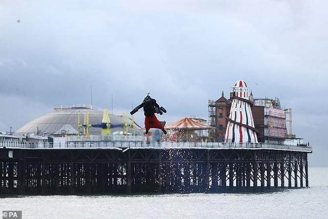 Người tên lửa Anh bay lượn phá kỷ lục thế giới - 2