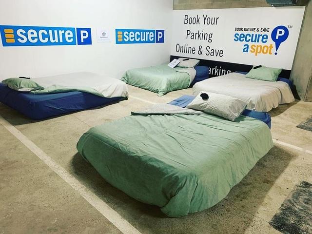 Ấm lòng trước những hầm gửi xe trở thành nơi trú ngụ cho người vô gia cư về đêm - 7