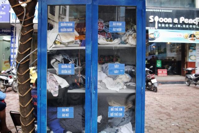 Ấm lòng với loạt tủ đồ miễn phí xuất hiện trên nhiều tuyến phố ở Hà Nội - 4