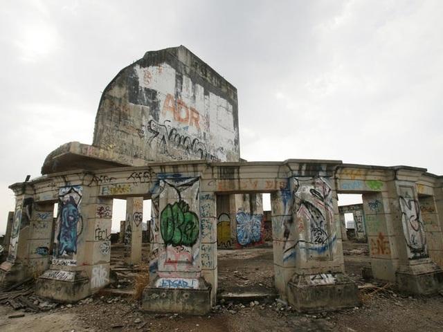 Bên trong tòa tháp ma bí ẩn bị bỏ hoang hàng chục năm - 2