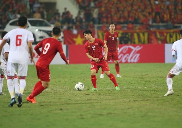 Công Phượng làm khổ hàng thủ đội tuyển UAE như thế nào? - 10