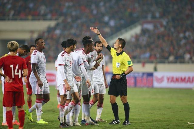Nhận thẻ đỏ đầy tranh cãi trước Việt Nam, phía UAE phản ứng ra sao?
