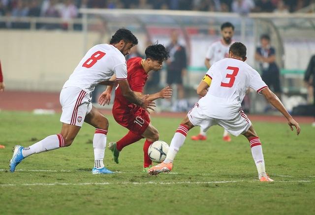 Công Phượng làm khổ hàng thủ đội tuyển UAE như thế nào? - 4