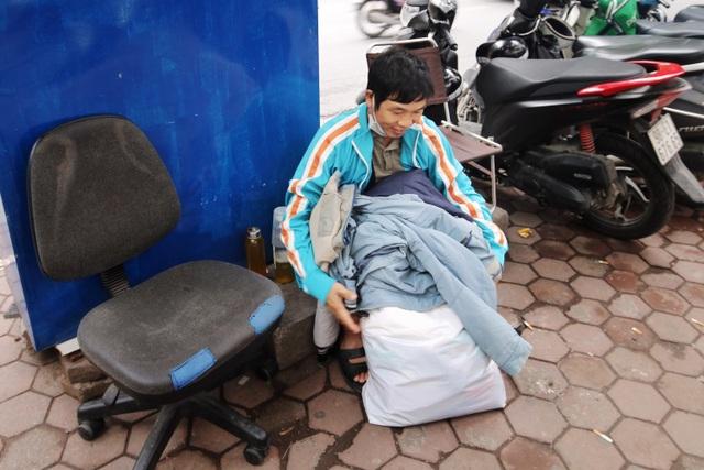 Ấm lòng với loạt tủ đồ miễn phí xuất hiện trên nhiều tuyến phố ở Hà Nội - 8