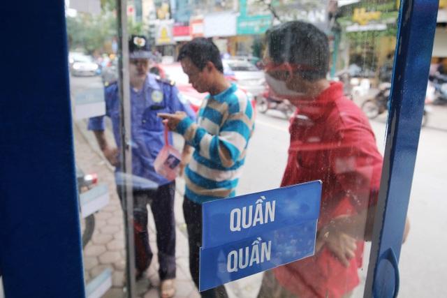 Ấm lòng với loạt tủ đồ miễn phí xuất hiện trên nhiều tuyến phố ở Hà Nội - 9