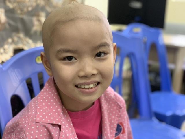 Được bạn đọc giúp đỡ 4 tỉ đồng, ông nội bán lúa non chữa ung thư cho cháu san sẻ nỗi đau - 9
