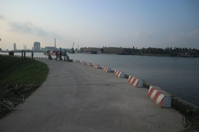 """Nam Định: Dân """"gồng"""" mình gánh bụi từ khu công nghiệp của tỉnh bạn - 4"""