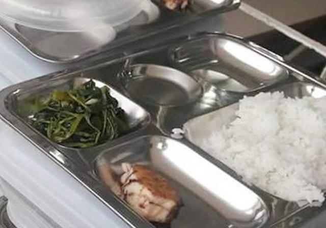 Băn khoăn bữa ăn trưa bán trú - 1