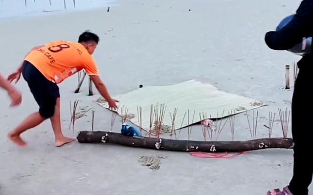 Thi thể không đầu trôi dạt vào bãi biển Quảng Nam