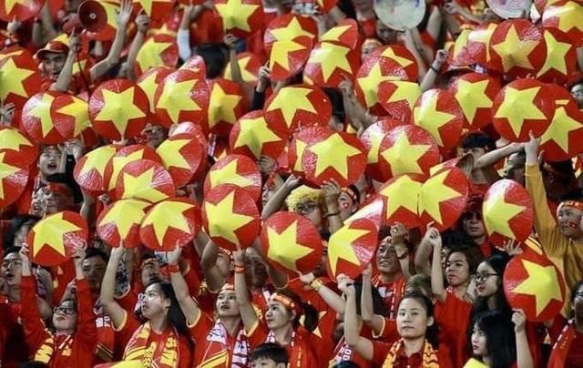 Loạt ảnh chế hài hước và ấn tượng ăn mừng chiến thắng của đội tuyển Việt Nam - 15