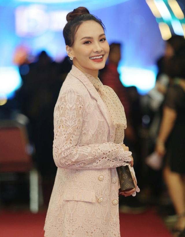 Nhiều nghệ sĩ chúc mừng Lễ trao giải Nhân tài Đất Việt - 11