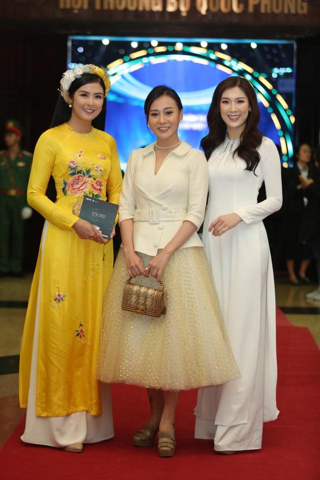 Nhiều nghệ sĩ chúc mừng Lễ trao giải Nhân tài Đất Việt - 13