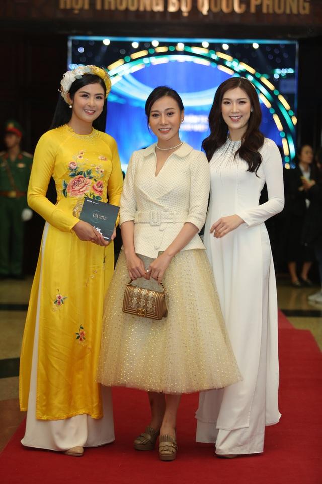 Nhiều nghệ sĩ chúc mừng Lễ trao giải Nhân tài Đất Việt - 16