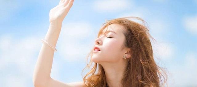 Cô gái gãy 10 xương sườn sau 3 cơn ho do dùng kem chống nắng quá mức - 1