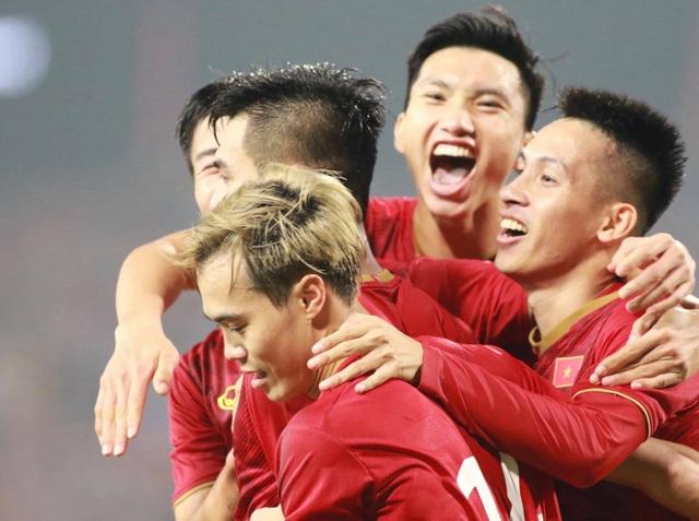 Đội tuyển Việt Nam nhận thưởng nóng hơn 2 tỷ đồng sau trận thắng UAE - 1