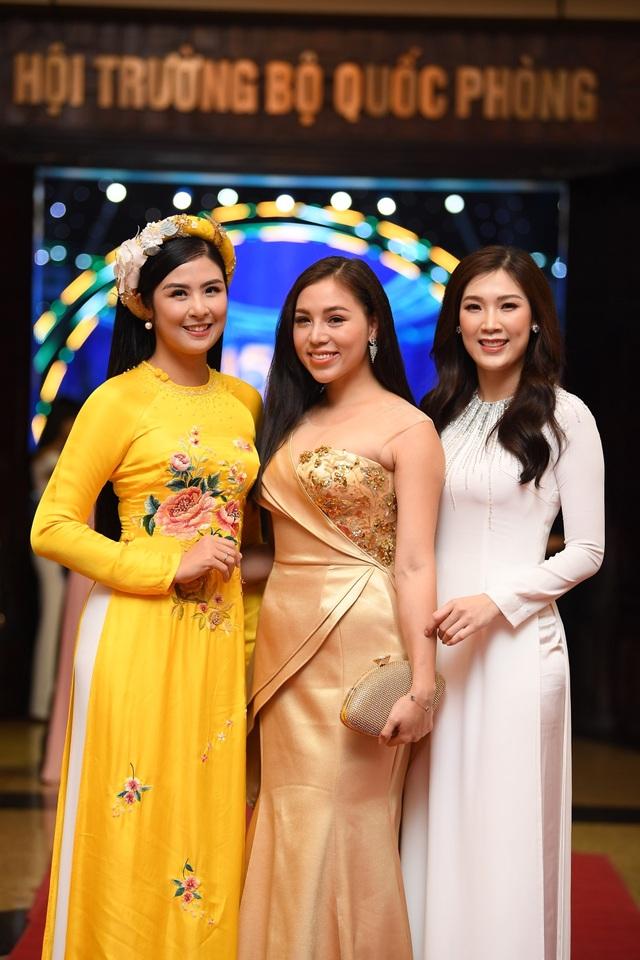 Nhiều nghệ sĩ chúc mừng Lễ trao giải Nhân tài Đất Việt - 19