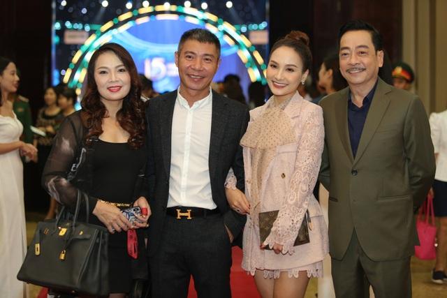 Nhiều nghệ sĩ chúc mừng Lễ trao giải Nhân tài Đất Việt - 2
