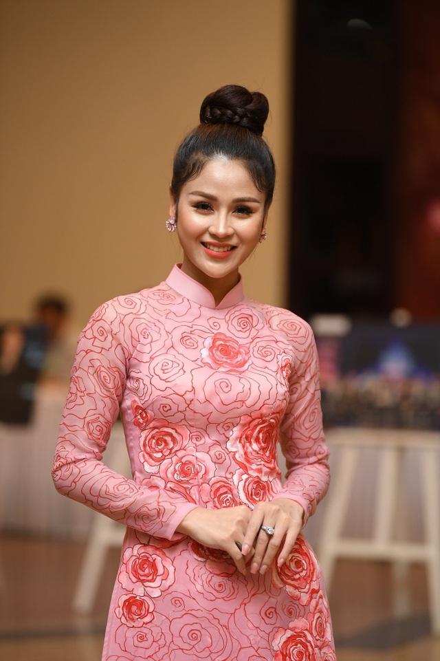 Nhiều nghệ sĩ chúc mừng Lễ trao giải Nhân tài Đất Việt - 18
