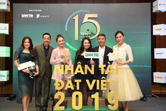 Nhiều nghệ sĩ chúc mừng Lễ trao giải Nhân tài Đất Việt - 5
