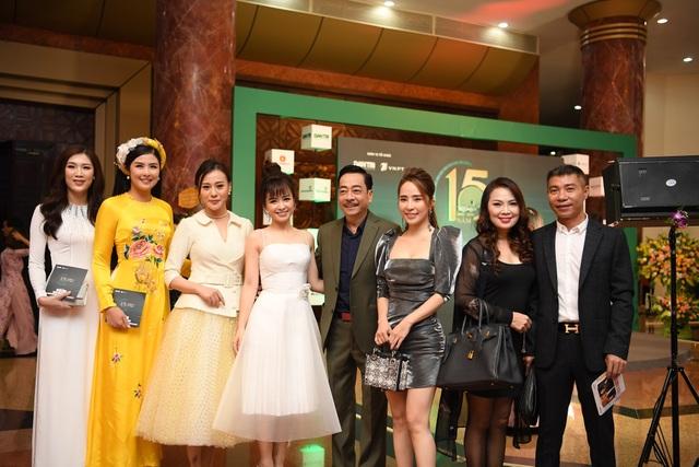 Nhiều nghệ sĩ chúc mừng Lễ trao giải Nhân tài Đất Việt - 6