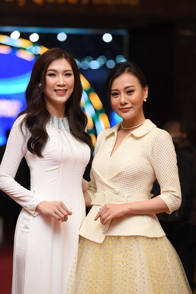 Nhiều nghệ sĩ chúc mừng Lễ trao giải Nhân tài Đất Việt - 15
