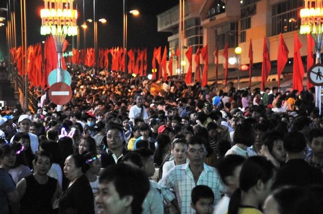 Hàng chục nghìn người đến xem lễ hội Dừa Bến Tre - 3