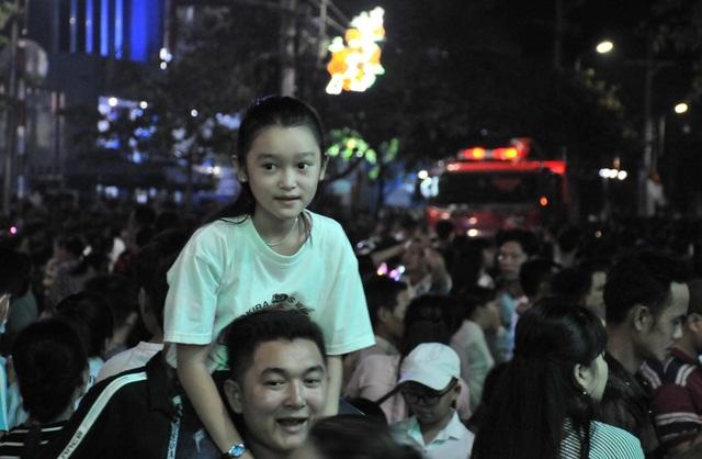 Hàng chục nghìn người đến xem lễ hội Dừa Bến Tre - 6