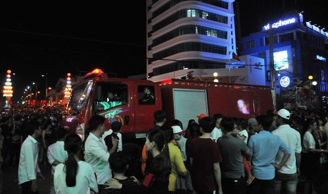 Hàng chục nghìn người đến xem lễ hội Dừa Bến Tre - 4