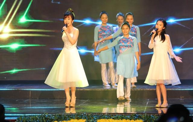 Tùng Dương, Dương Hoàng Yến, OPlus lan toả sức trẻ trong Lễ trao giải Nhân tài Đất Việt - 5