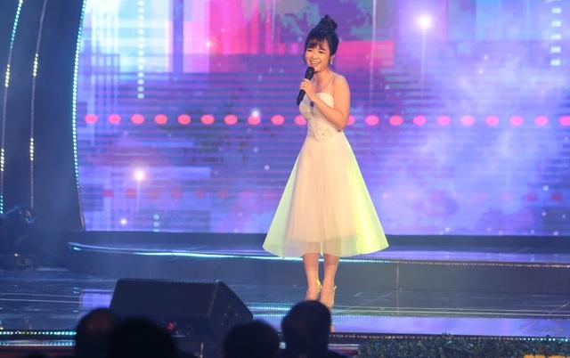 Tùng Dương, Dương Hoàng Yến, OPlus lan toả sức trẻ trong Lễ trao giải Nhân tài Đất Việt - 4