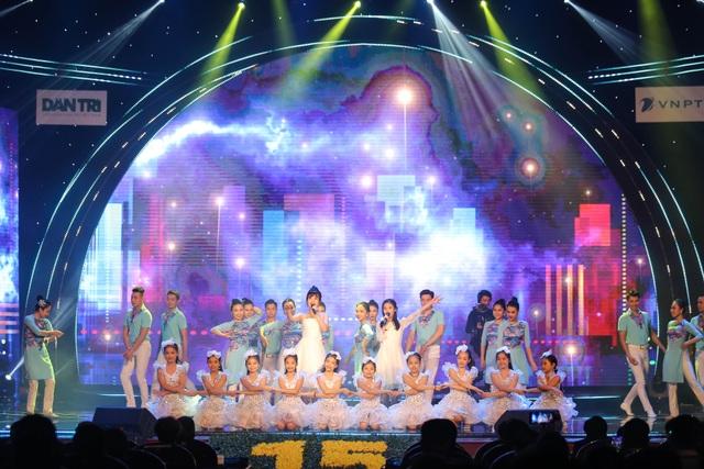 Tùng Dương, Dương Hoàng Yến, OPlus lan toả sức trẻ trong Lễ trao giải Nhân tài Đất Việt - 7