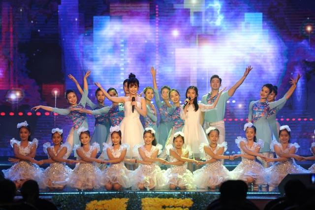 Tùng Dương, Dương Hoàng Yến, OPlus lan toả sức trẻ trong Lễ trao giải Nhân tài Đất Việt - 6