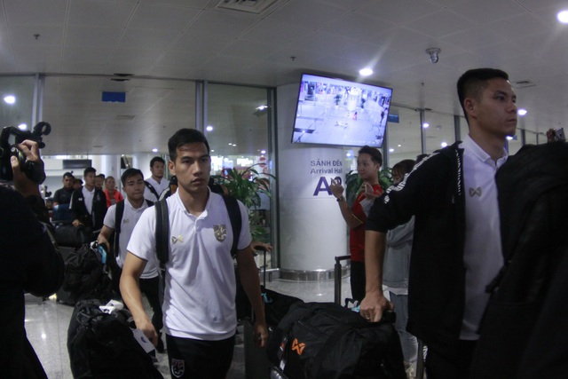 Đội tuyển Thái Lan đổ bộ Hà Nội, háo hức chờ quyết đấu ở Mỹ Đình - 4