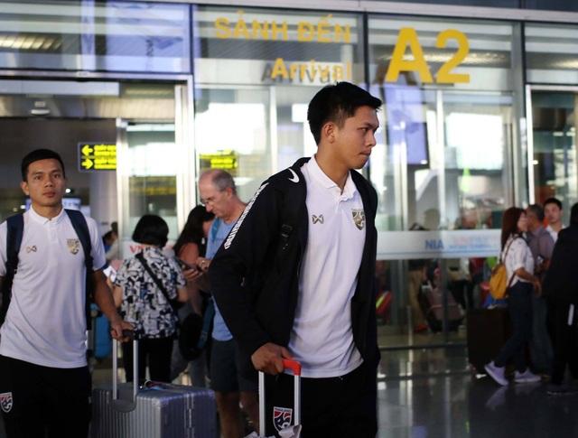 Đội tuyển Thái Lan đổ bộ Hà Nội, háo hức chờ quyết đấu ở Mỹ Đình - 13