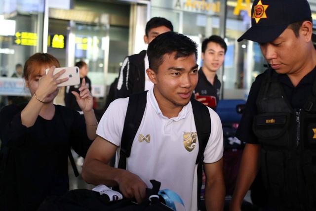 Đội tuyển Thái Lan đổ bộ Hà Nội, háo hức chờ quyết đấu ở Mỹ Đình - 12