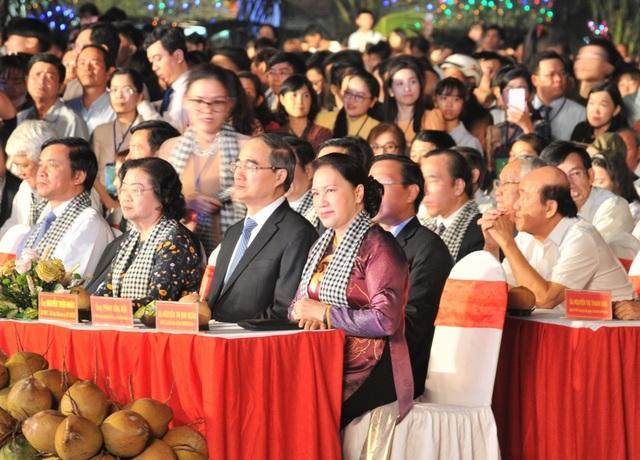 Chủ tịch Quốc hội Nguyễn Thị Kim Ngân dự lễ hội Dừa - 1