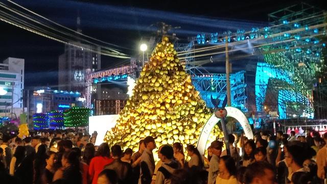Hàng chục nghìn người đến xem lễ hội Dừa Bến Tre - 7