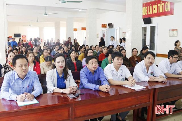 Bệnh viện Bạch Mai khám tầm soát ung thư vú miễn phí cho 500 chị em Hà Tĩnh - 1