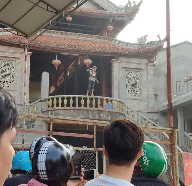 Hà Nội: Nam thanh niên nghi ngáo đá cầm dao tự sát thương mình - 1