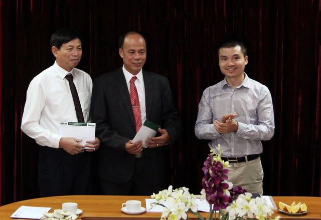 Trung ương Hội Khuyến học VN trao Bảng vàng Khuyến tài cho 2 tác giả đoạt giải thưởng Khuyến tài - Nhân tài đất Việt 2019 - 2