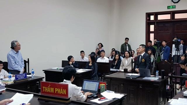 """Tuần Châu Hà Nội và đạo diễn Việt Tú lại """"dắt nhau"""" hầu tòa - 3"""