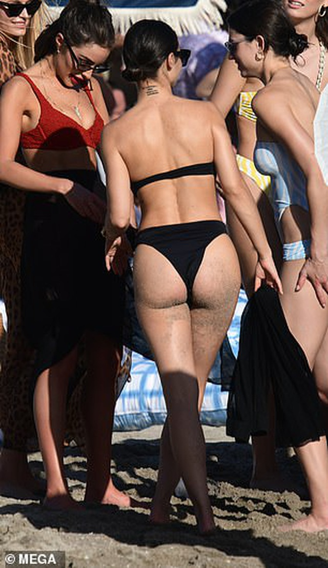 Cựu hoa hậu hoàn vũ bốc lửa trên biển - 3