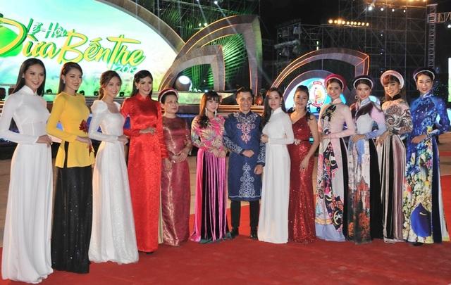 Hàng chục nghìn người đến xem lễ hội Dừa Bến Tre - 12