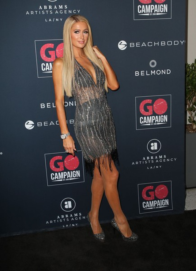 Paris Hilton đọ dáng với Emily Ratajkowski - 7