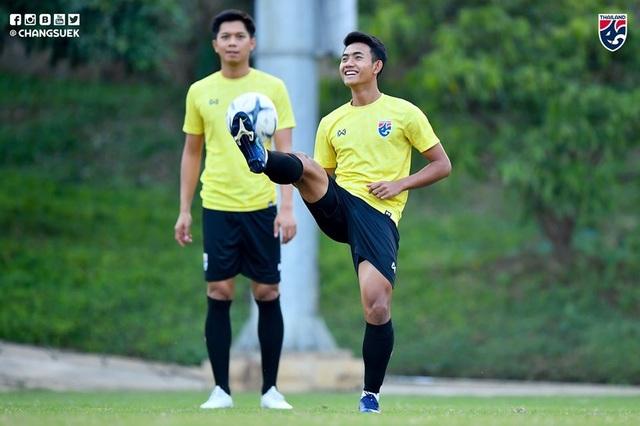 Thái Lan hăng say tập luyện trước trận đại chiến gặp tuyển Việt Nam - 10
